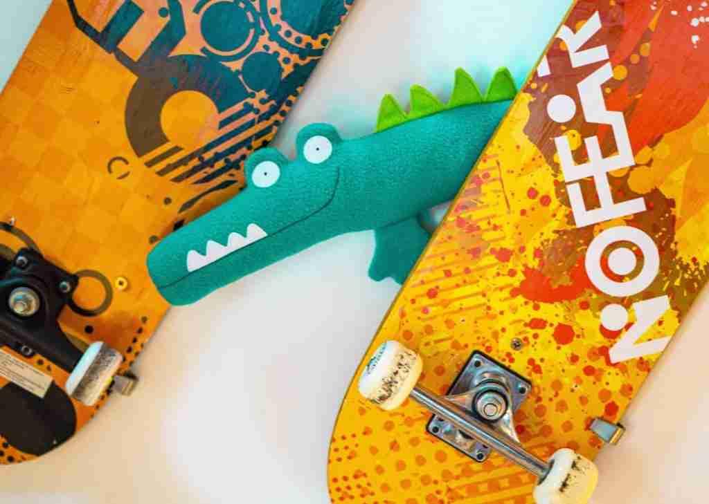 Cool crocodile toy skates