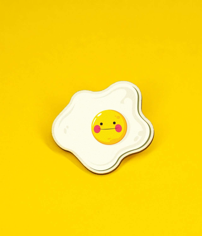 smiling fried egg pin badge